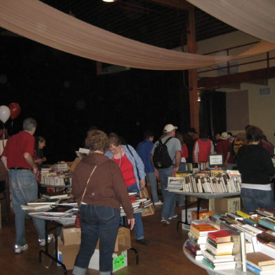 book-sale-crowd-2